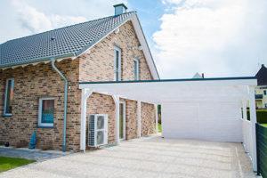 Den Hauseingang mit Carport verbinden